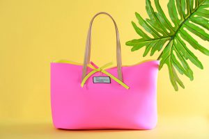 shopper in neoprene rosa con interno giallo
